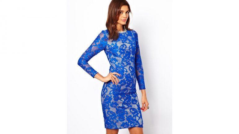 Saks Mavisi Elbisenin Altına Ne Renk Ayakkabı Giyilir?