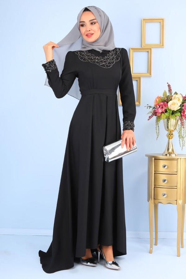 Siyah Elbise Üzerine Gri Şal