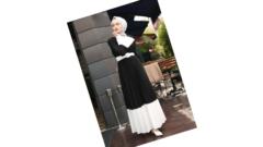 Siyah Beyaz Elbiseye Hangi Renk Şal