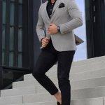 Erkek Giyim Kombinleri : Gri Ceket Siyah Pantolon