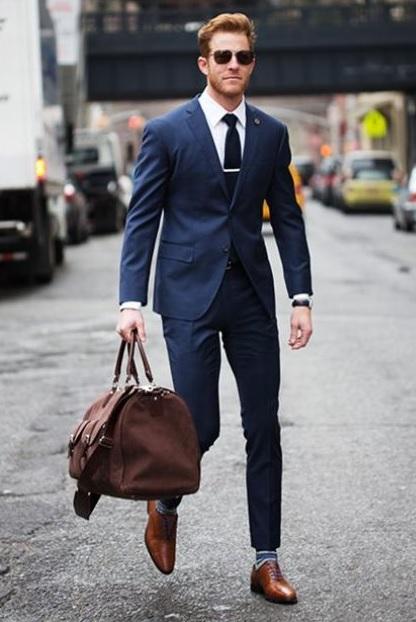 Erkek Mezuniyet Kombinleri : Lacivert Takım Beyaz Gömlek Kahverengi Ayakkabı Çizgili Çoraplar