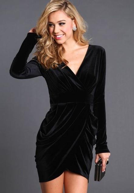 Kadife Elbiseler : Siyah Renk Uzun Kollu Kadife Elbise