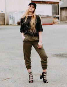 Koyu yeşil pantolon kombinleri