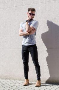 Siyah pantolonun üstüne hangi renk gider