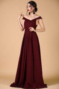 Bordo Kayık Yaka Elbise için Saç Modelleri