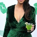 yeşil kıyafete uygun makyaj