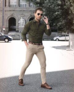 Yeşil gömleğin altına ne renk pantolon erkek